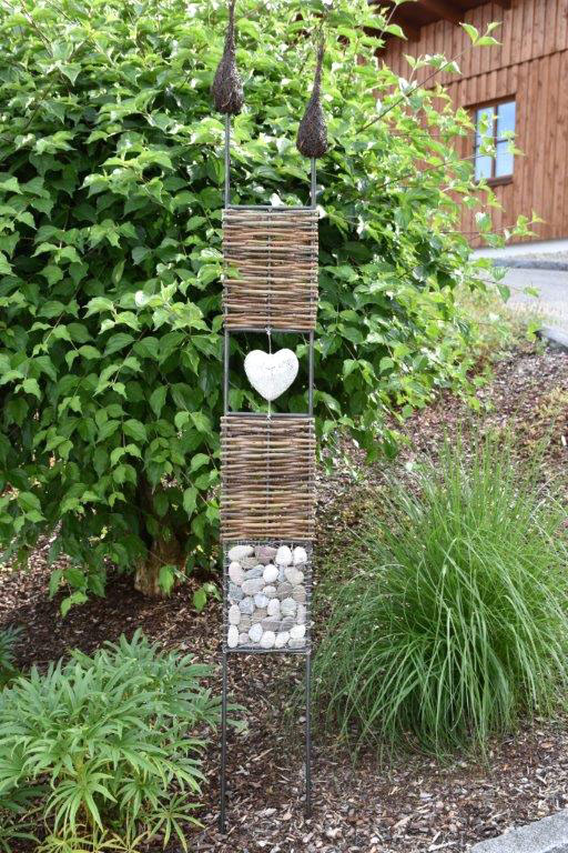 Gartenstecker aus Holz und Stein
