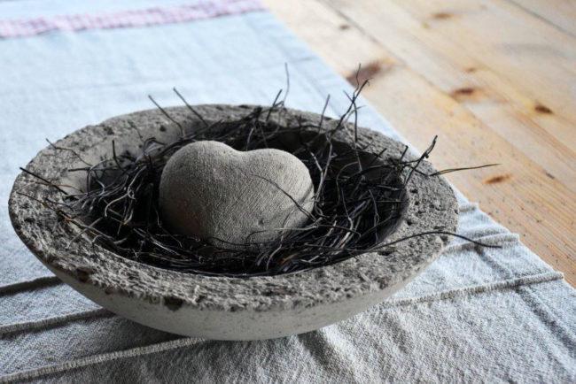 Nest mit Steinherz