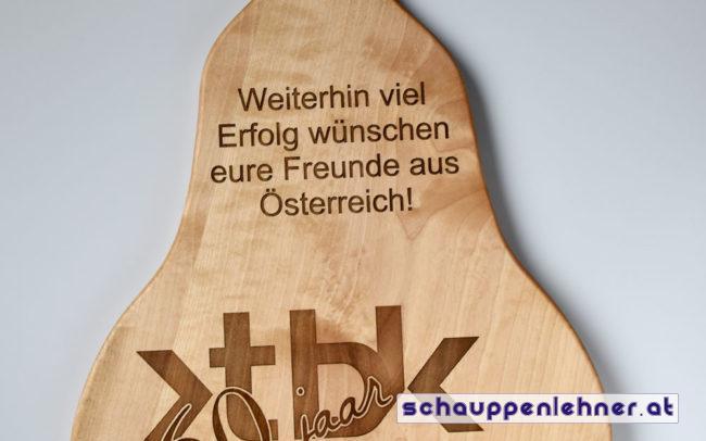 Auszeichnung aus Holz in Birnenform