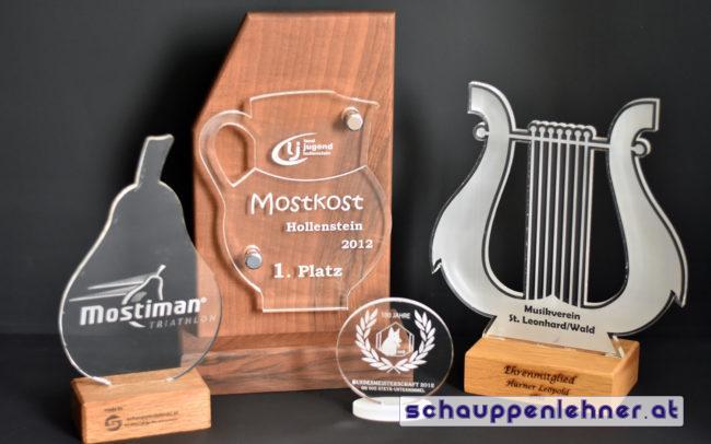 Diverse Pokale und Auszeichnungen
