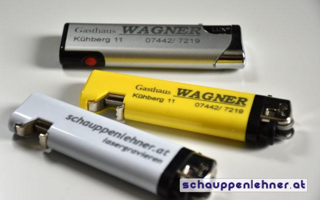 Gravierte Feuerzeuge mit Logo und Kontaktdaten für das Gasthaus Wagner