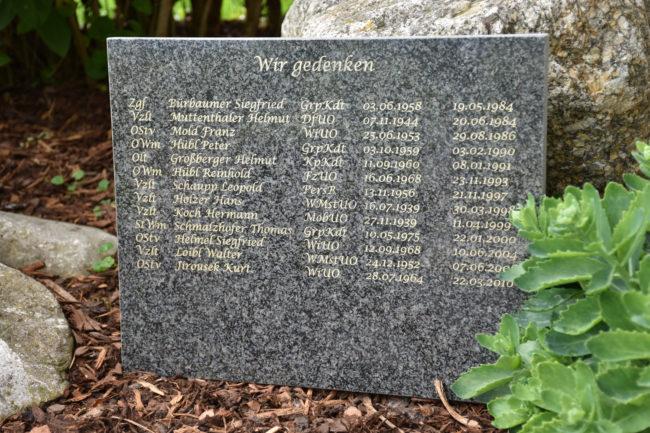 Gedenkstein mit eingravierten Namen