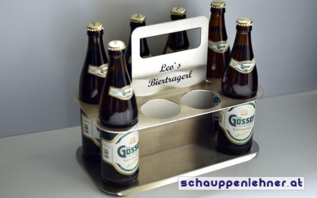 Ein Biertragerl aus Metall mit Platz für acht Biere
