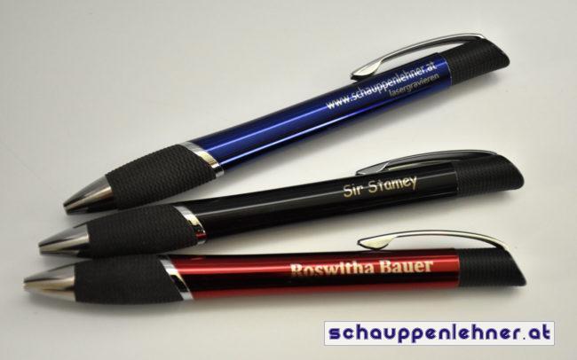 drei gravierte kugelschreiber