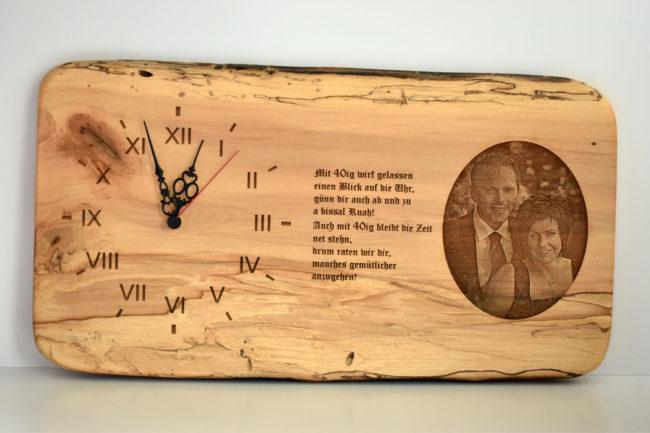 Wanduhr aus Holz als Geschenk zum 40er